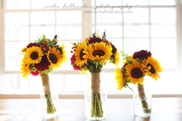 NH wedding photos rustic sunflower bouquets